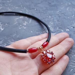 Ожерелья и колье ручной работы Колье - чокер с золотой подвеской, инкрустированной кристаллами циркона