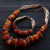 Комлпект из натурального янтаря колье и браслет