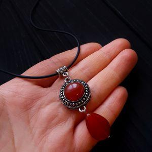 Красный кулон Кулон из натурального сердолика на шнурке или цепочке