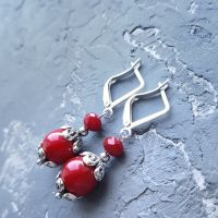 Сережки червоні коралові зі срібними застібками