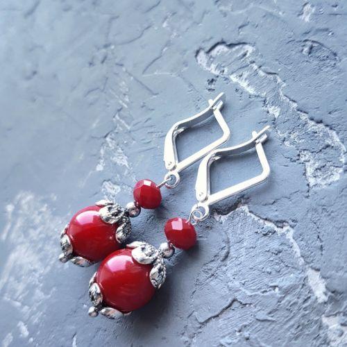 Серьги красные коралловые с серебряными застежками