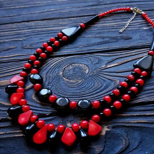 Ожерелье с натуральными кораллами и агатами двухрядное