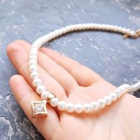 Кольє з натуральними білими перлами та підвіскою з цирконом