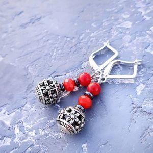 Серебряные украшения с натуральными камнями Сережки с натуральными кораллами и гематитом серебряные застежки
