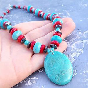 Ожерелья и колье ручной работы Колье из натурального коралла, бирюзы и гематита с подвеской