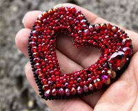 "Брошка з кристаллами ""Сердце"" подарок на 8 марта"