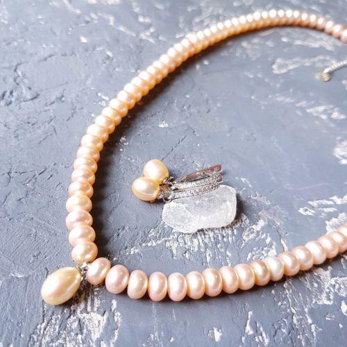 Комплект з натуральних персикових перлів намисто і сережки