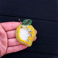 Брошь - кулон Лимончик , расшитая кристаллами и стразами