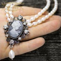 Дворядне кольє з натуральних перлів з камеєю