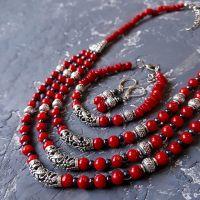Комплект з натуральних коралів намисто браслет сережки