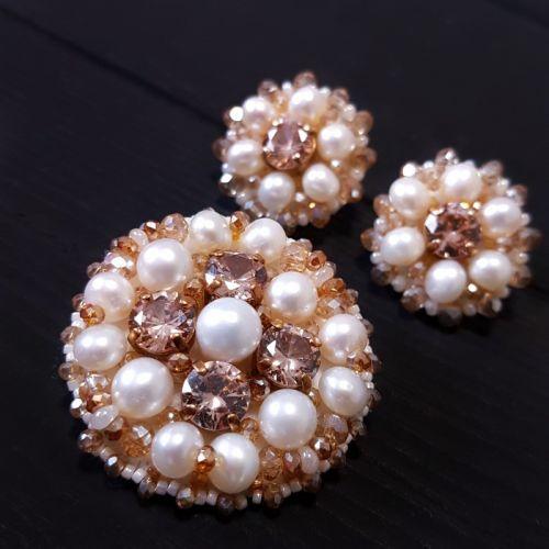Комплект у техніці золотної вишивки з натуральними перлами та кристалами