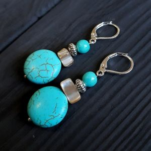 Серьги из говлита Серьги с натуральными камнями, серебряными застежками