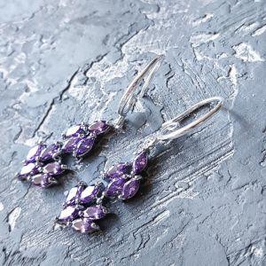 Сережки ручної роботи Сережки з кристалами циркону кольору аметист та срібними застібками