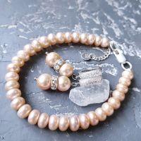 Комплект из натурального персикового жемчуга браслет и серьги