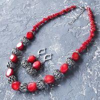 Комплект из натуральных кораллов ожерелье и серьги с серебряными застежками