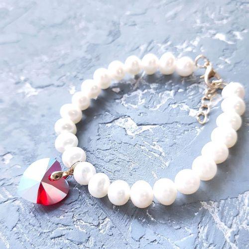 Браслет з натуральних перлів та Swarovski у формі серця