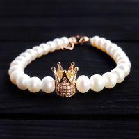 Браслет з натуральних перлів з короною, інкрустованою кристалами