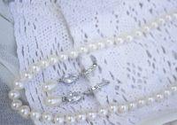 Срібло і натуральні перли: кольє з круглих перлів класу АА+