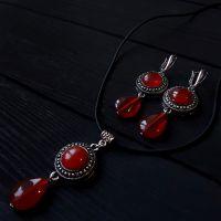 Комплект из натурального сердолика серьги и кулон на шнурке или цепочке