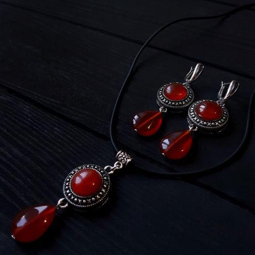 Комплект з сердоліку сережки та кулон на шнурку чи ланцюжку