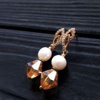 Позолоченные серьги с натуральным жемчугом и кристаллами