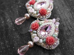 """Серьги из бисера Серьги с жемчугом, кристаллами и цветами """"Розочки"""""""
