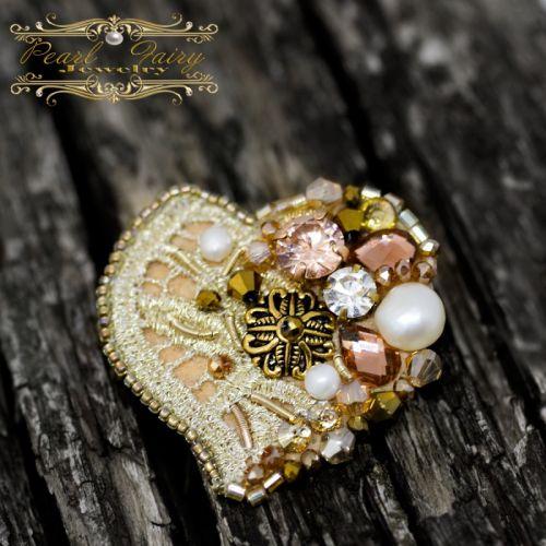 Брошка Серце з натуральних перлів та кристалів