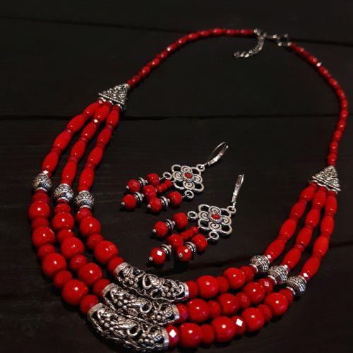 Комплект з натуральних коралів намисто та сережки