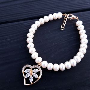 Браслет з натуральних перлів з позолоченим серцем