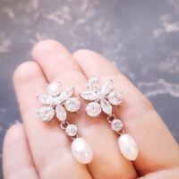 Сережки с натуральным жемчугом и кристаллами