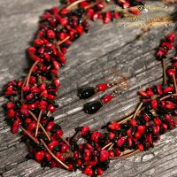Комплект из натуральных кораллов и агатов ожерелье серьги