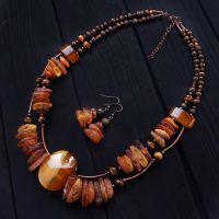Комплект из натурального янтаря и агата колье серьги