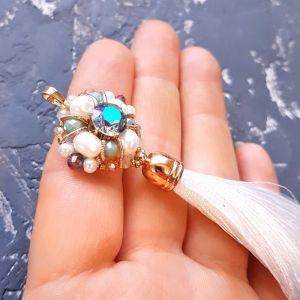 Кулоны ручной работы Кулон с кистью, расшитый кристаллами Swarovski, натуральным жемчугом