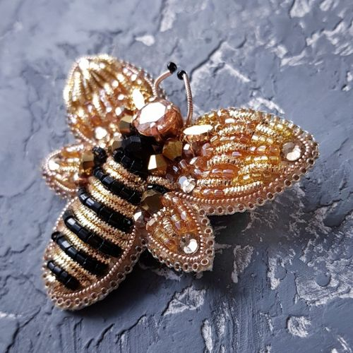 Брошка розшита кристалами Swarovski і стразами бджілка