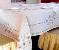 Скатерть и салфетки с вышивкой шелком на льняном полотне Кофейна