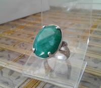 Серебряняное кольцо с природным изумрудом 18 размера