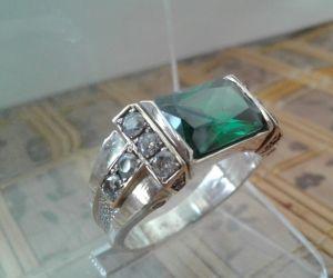 """Серебряные украшения с натуральными камнями Серебряное мужское кольцо """"Elegant"""" с изумрудом 21,5 размер"""