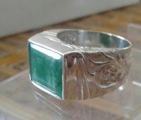 Серебряній перстень с натуральнім изумрудом19 размера
