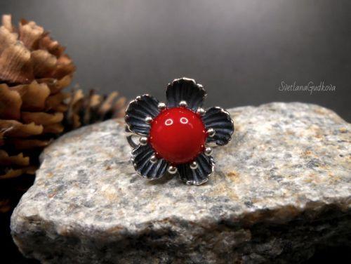 Серебряное колечко с красным кораллом