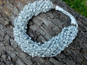 Ожерелья и колье ручной работы Серебристо-белое