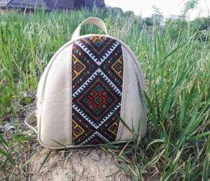 Вироби зі шкіри ручної роботи Рюкзачок-ручна вишивка