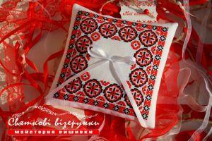Свадебная подушечка для колец в украинском стиле Сила любви