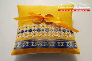 Свадебная подушечка для колец в украинском стиле Желто-голубая мечта