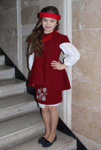 Стилизованный детский шерстяной костюм для девочки