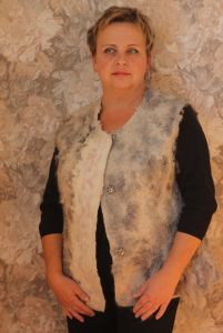 Жилеты ручной работы Женский валяный жилет,изготовлен из натуральной овечей шерсти