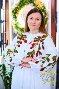 Вышиванки ручной работы Платье белого цвета с аляными  яркими цветами