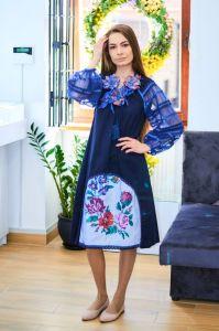 Колода Людмила Платье с темно синевой льна с ручной вышивкой крестиком цветы