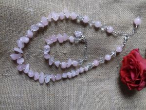 Комплект з рожевого кварцу
