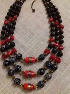 Ожерелье на три ряда с центральными индийскими бусинами