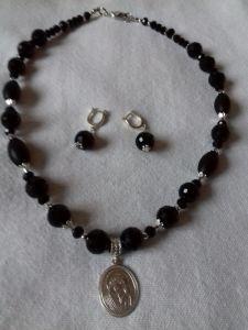 Комплект: ожерелье и серьги с серебряной подвеской из черного агата
